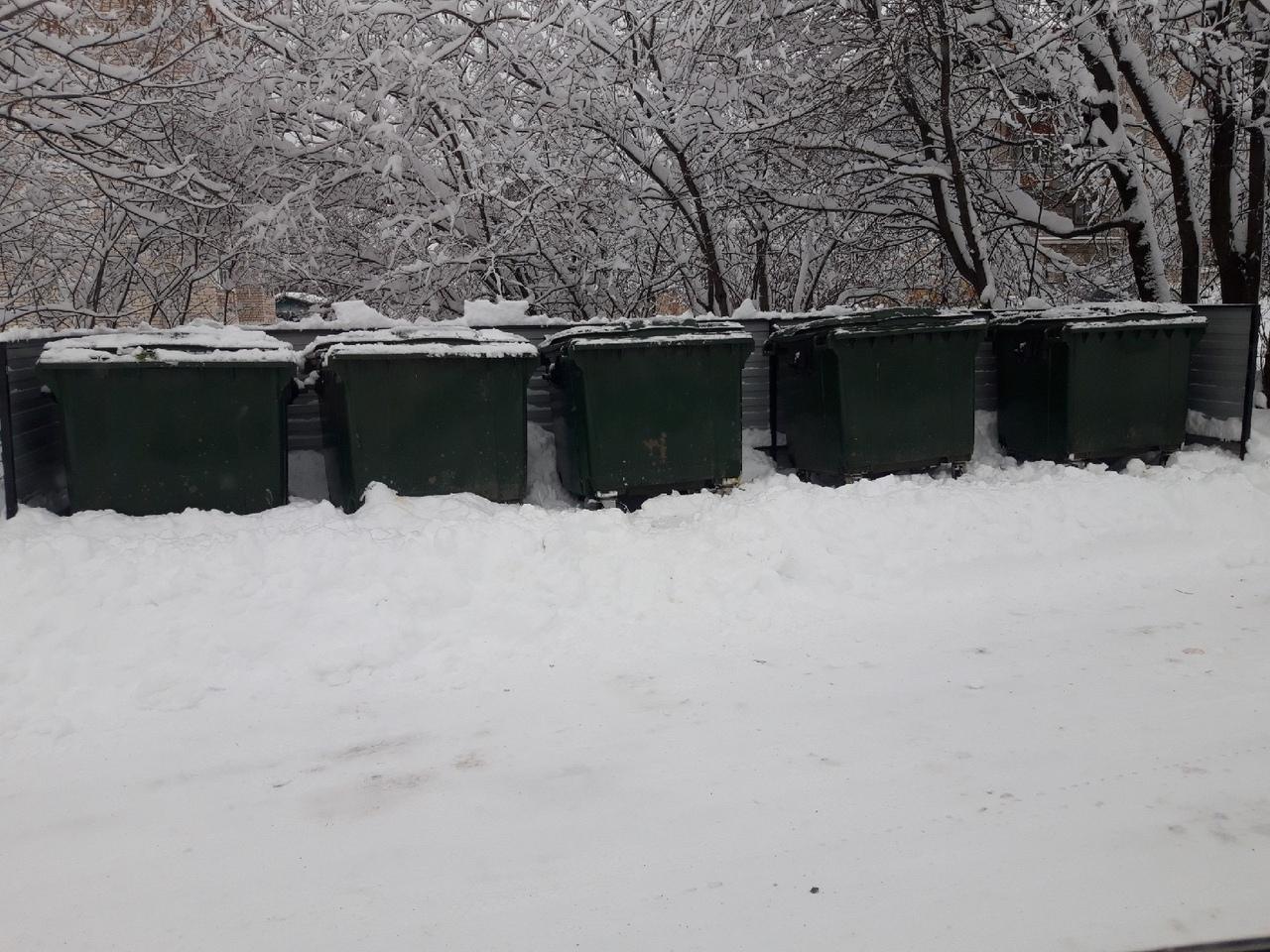 В Великоустюгском районе мусоровозы не могут подъехать к контейнерам из-за неубранного снега