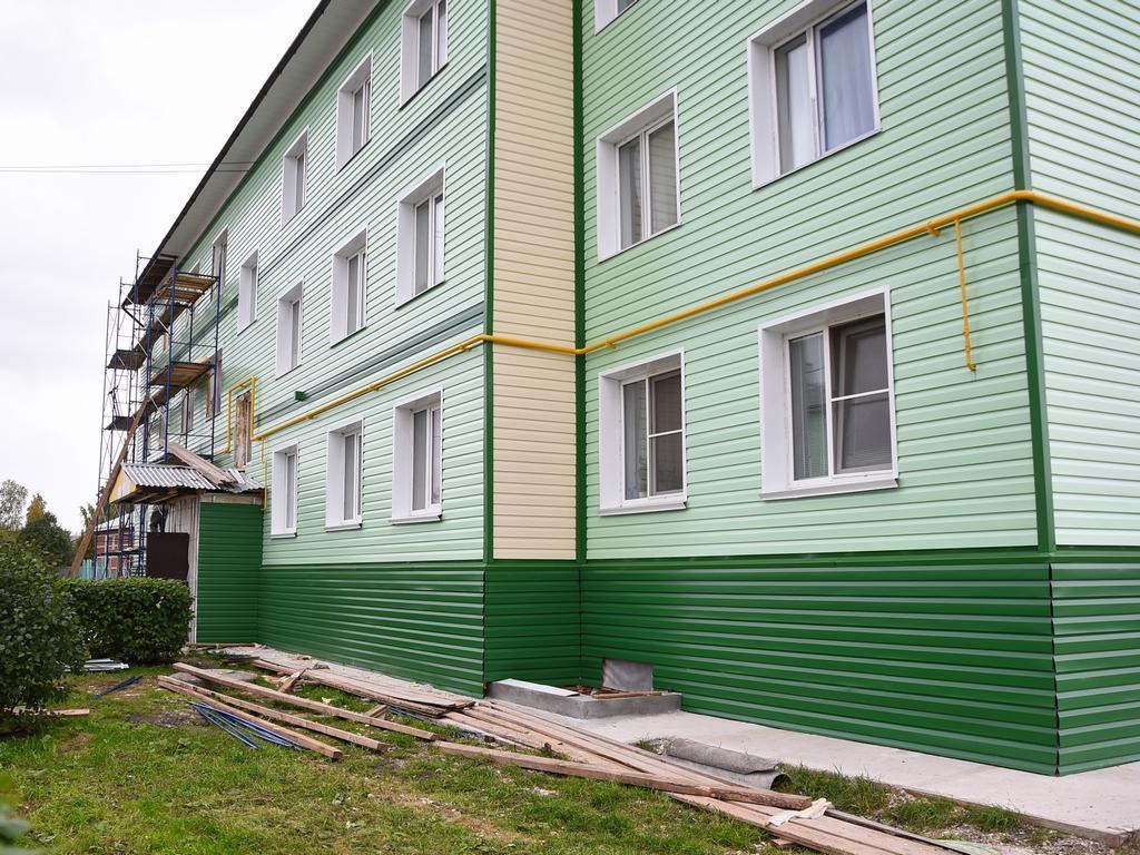 В Прилуках отремонтировали фасад одного из «новых аварийных» домов