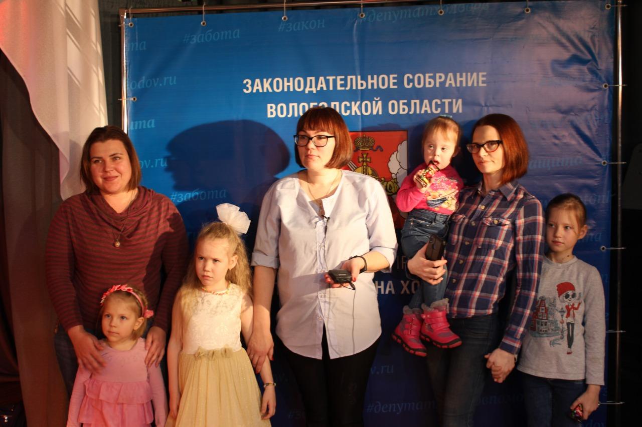 Депутат заксобрания Антон Холодов организовал новогодний праздник для детей с инвалидностью