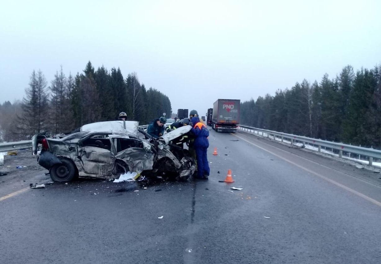 ВШекснинском районе водитель «Рено Логан» погиб после столкновения с фурой