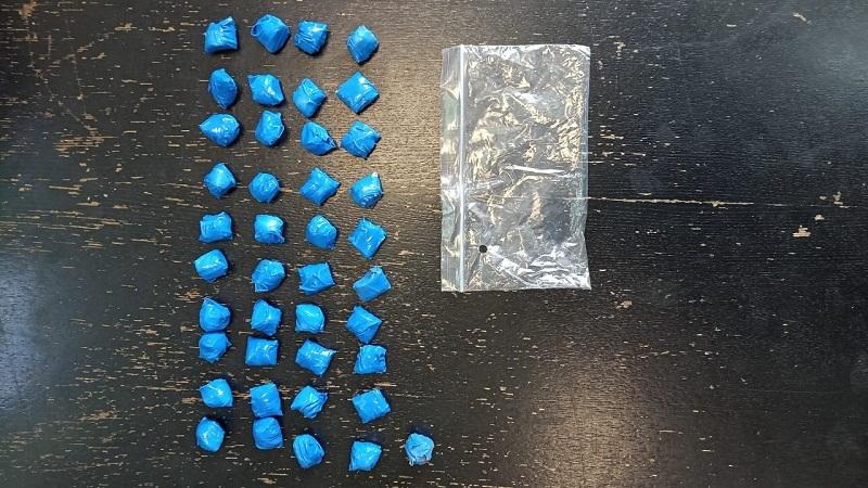 Более 40 свертков с запрещенными веществами изъяли у наркодиллера в Череповце