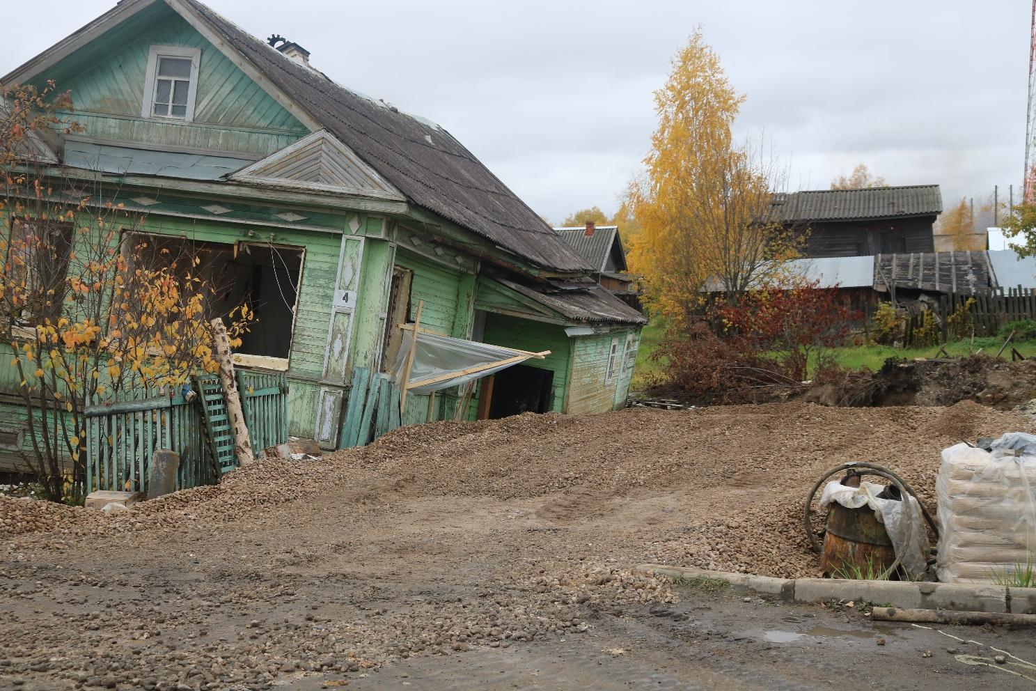 ЧП со скважиной в Белозерске: власти говорят, что дом придется снести