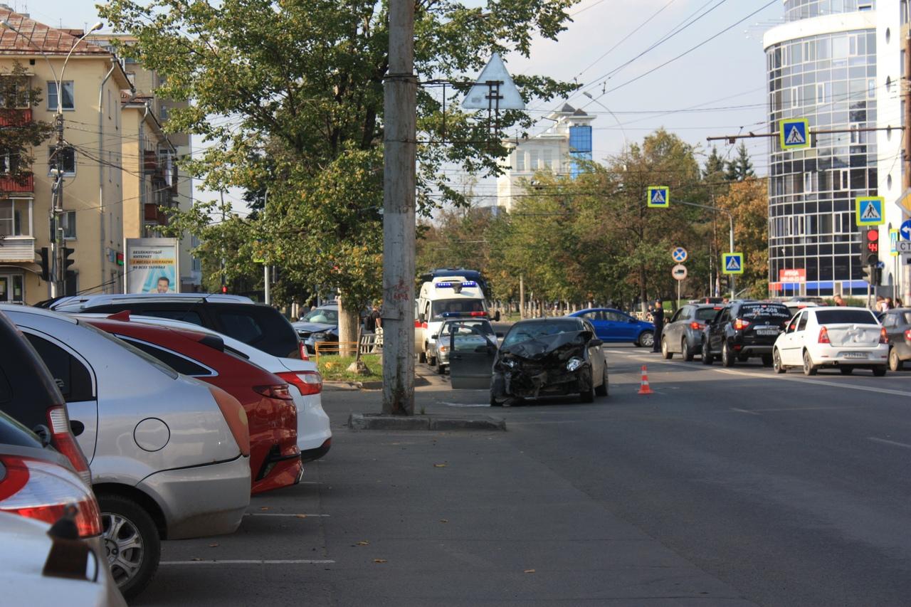 ДТП с пострадавшей произошло на перекрестке улиц Предтеченской и Герцена в Вологде