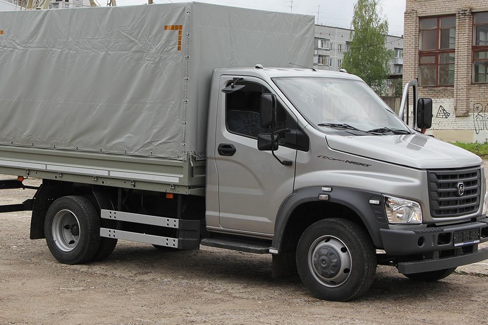 Два новых автомобиля купили в Вологодский технический колледж для занятий со студентами