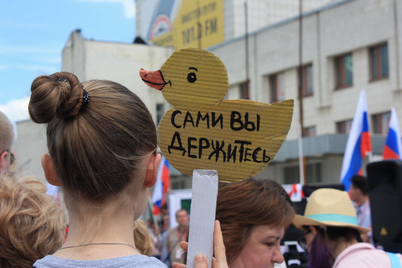 Вологодских родителей через соцсети призывают не пускать подростков на акции в защиту Навального