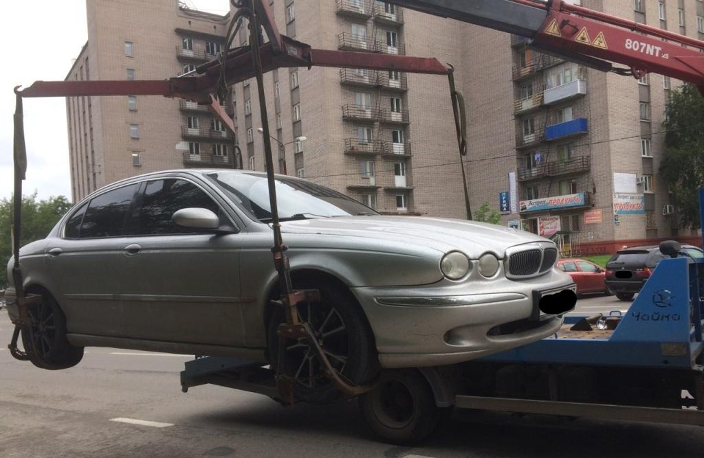 В Череповце владелец автомобиля «Ягуар» отказывается оплачивать более 50 штрафов ГИБДД