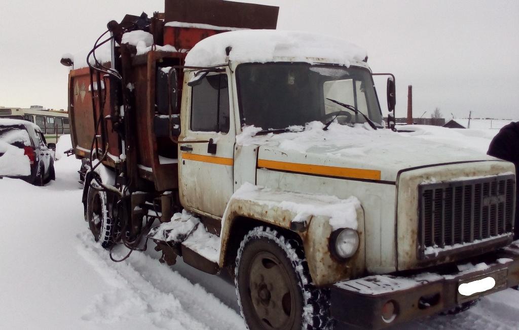 В Череповце приставы арестовали у предприятия-должника мусоровоз