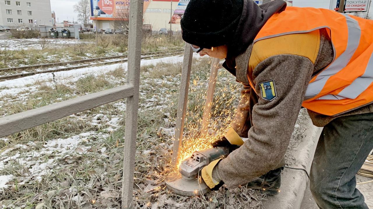 В Вологде демонтируют часть пешеходных ограждений