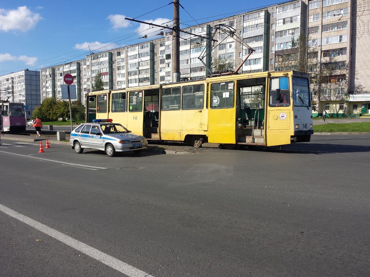 В Череповце 85-летняя пенсионерка попала под трамвай