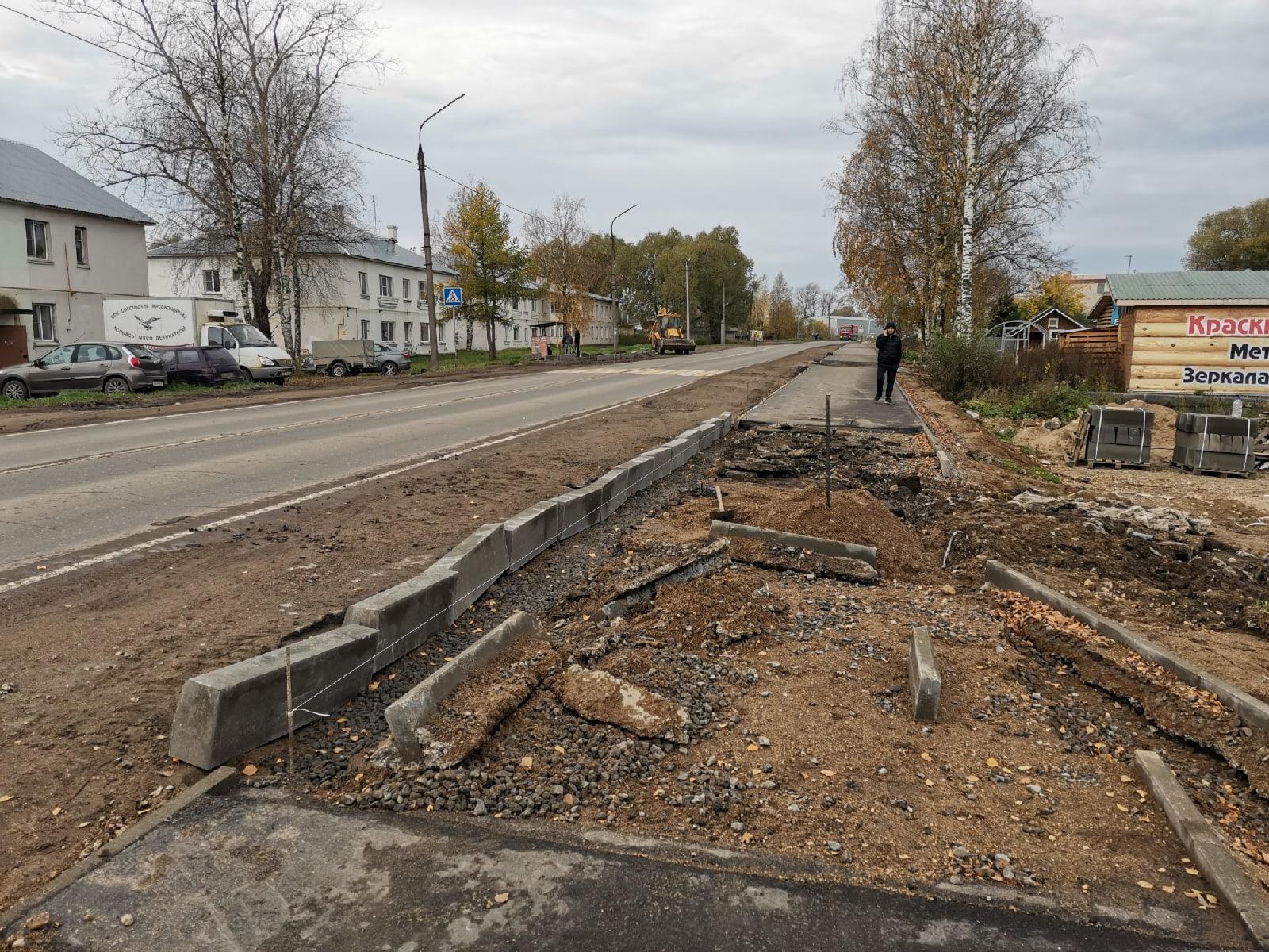 На улице Калинина в Соколе обустроят 10 новых остановочных комплексов