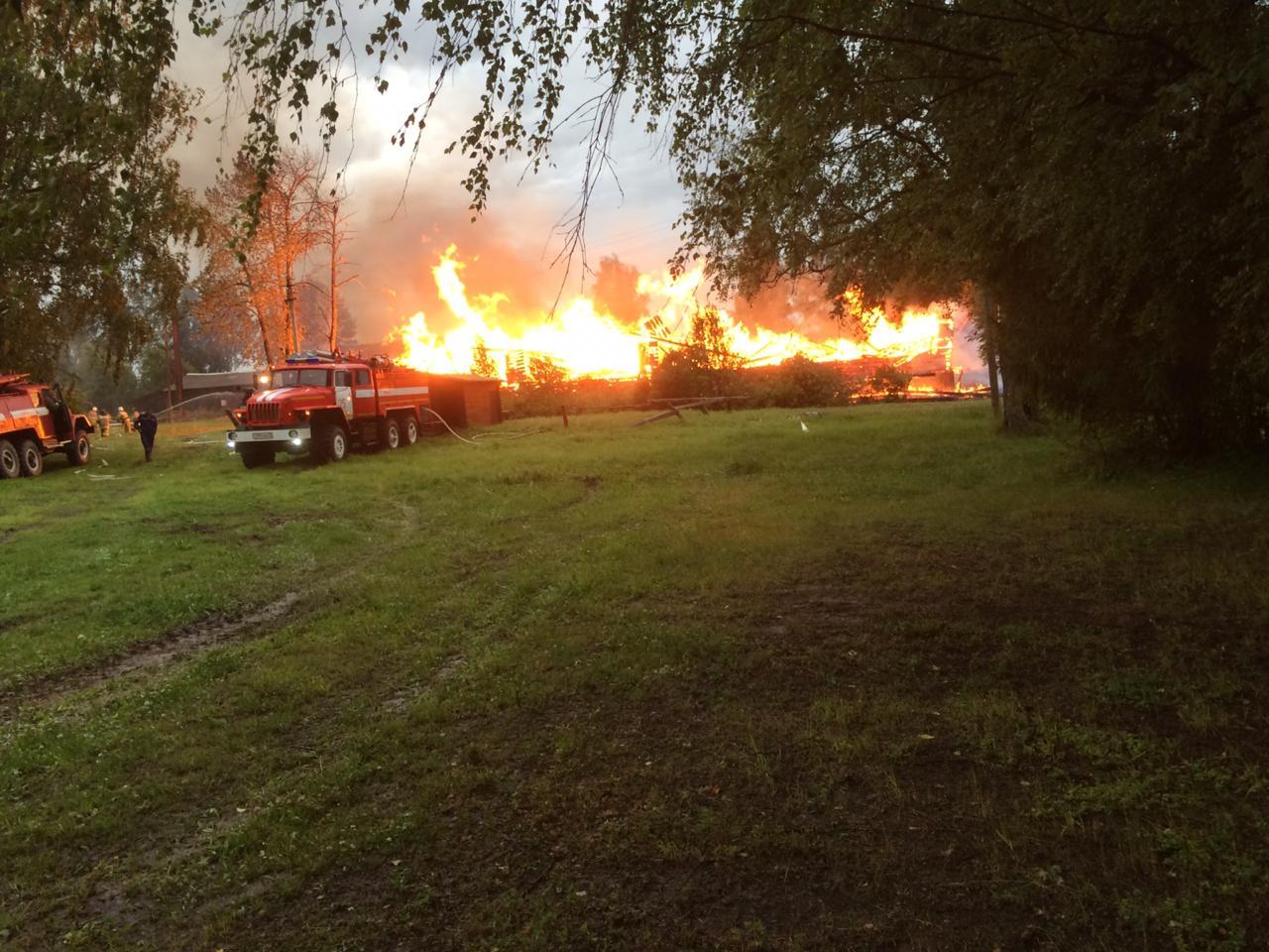 В Тарногском районе сгорело здание школы