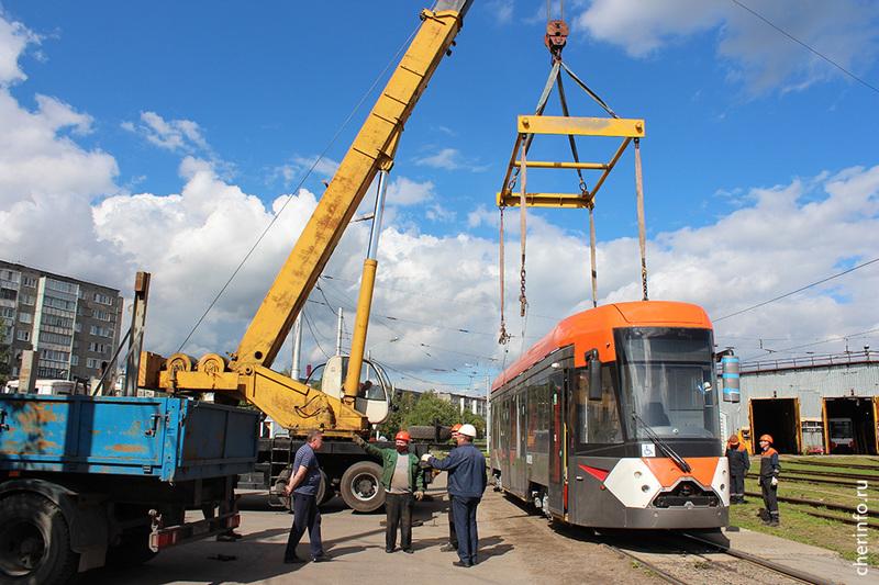 Череповчане две недели будут бесплатно ездить на новом низкопольном трамвае