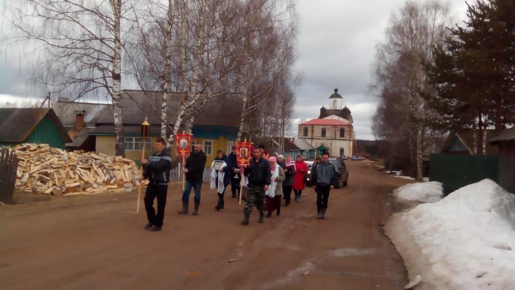В Кичменгско-Городецком районе перед посевной провели крестный ход