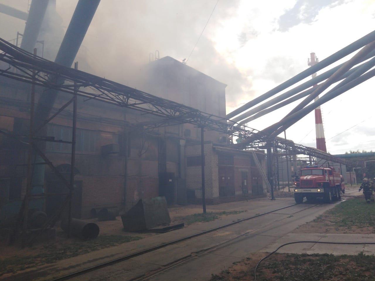 На Череповецком фанерно-мебельном комбинате произошел пожар