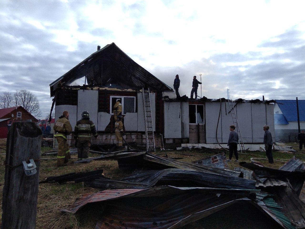 В Бабаево семья с тремя детьми осталась без крыши над головой из-за пожара