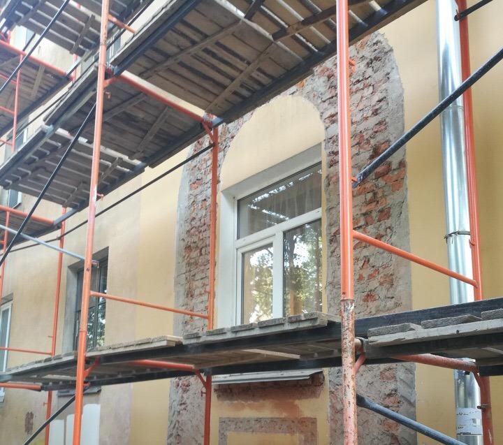 Сбитый с дома на Советском проспекте в Вологде декор восстановят после капремонта