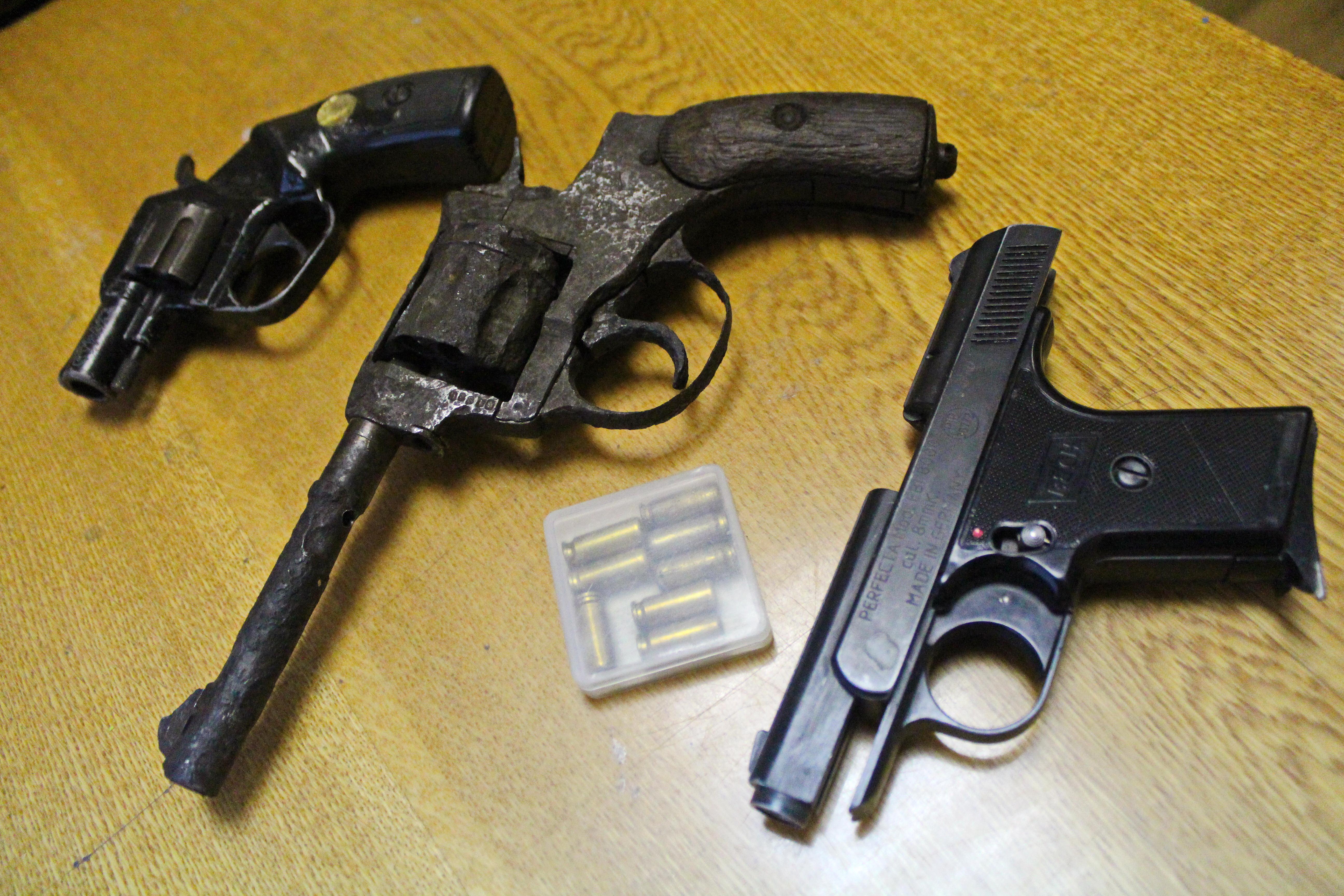 Житель Вологды обнаружил в доме на Набережной VI армии тайник с тремя пистолетами