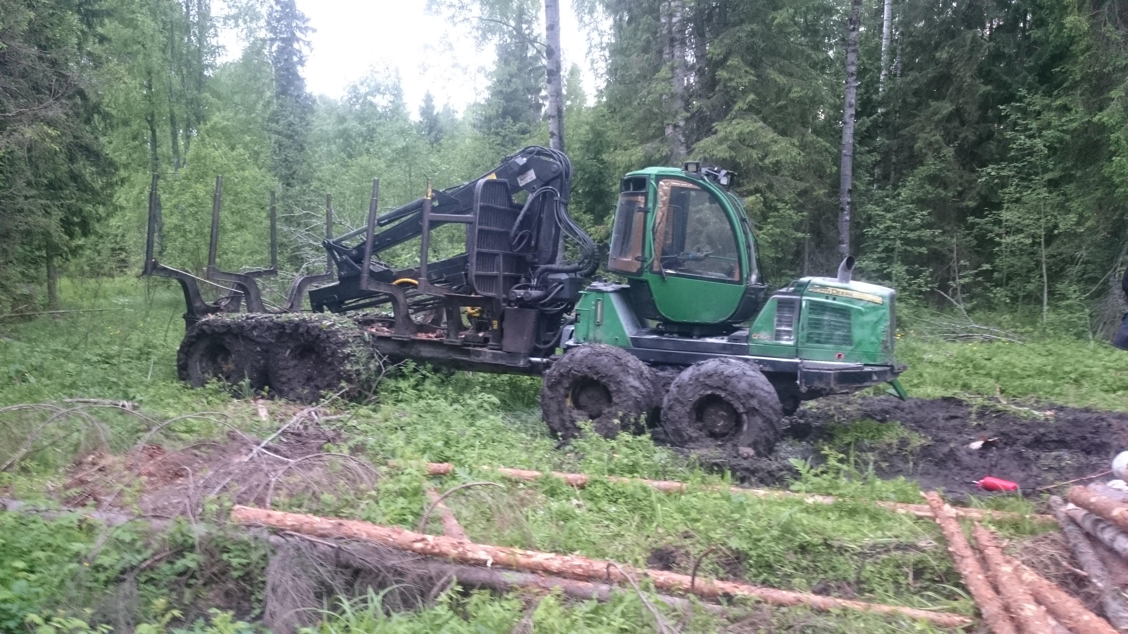 В Усть-Кубинском районе будут судить бизнесмена, который сжег лесозаготовительную технику партнера