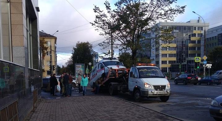 В Вологде попала в ДТП «скорая», ехавшая с пациенткой в роддом