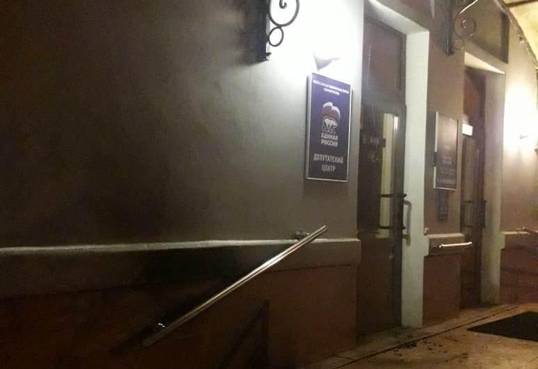 ВВологде ночью подожгли дверь отделения партии «Единая Россия»