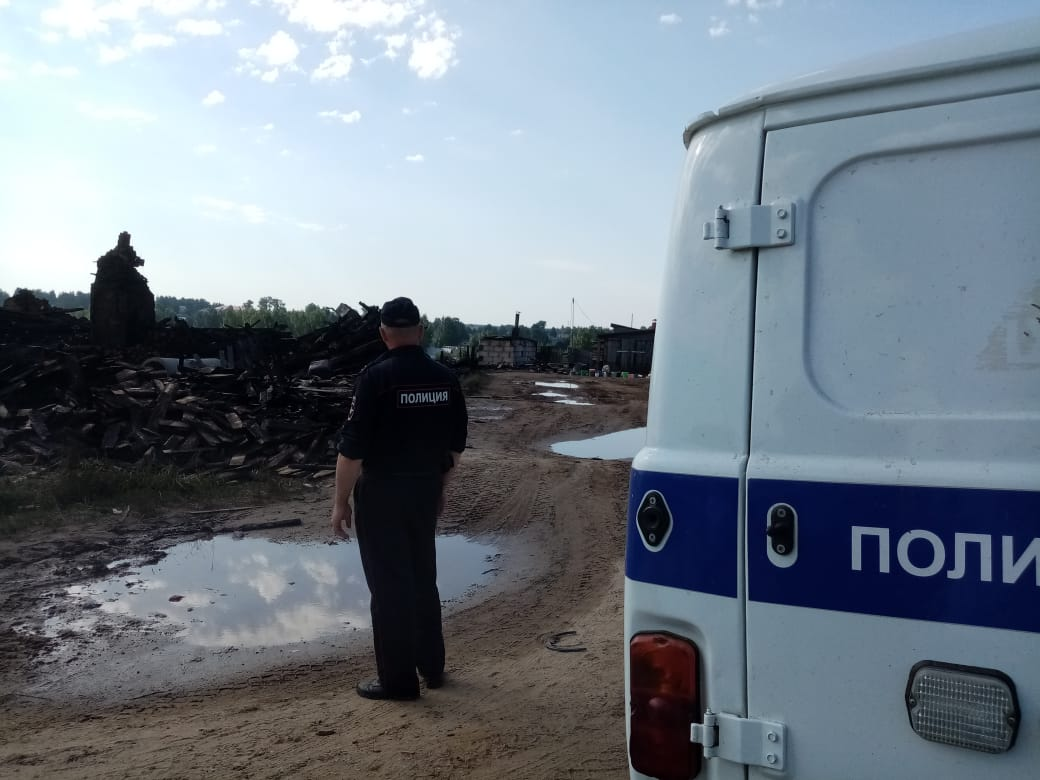 После пожара в восьмиквартирном доме в Никольске без крова остались 24 человека