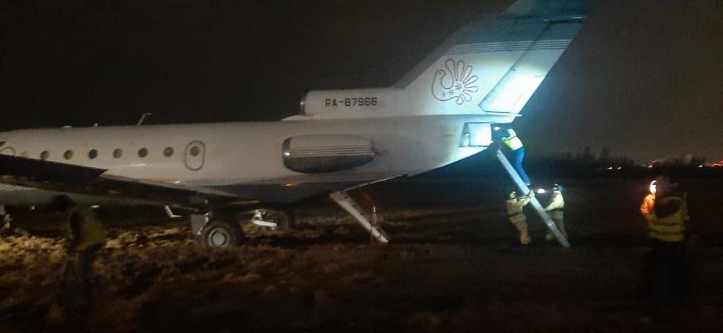 Самолет Вологда-Санкт-Петербург при приземлении вПулково выкатился запределы полосы