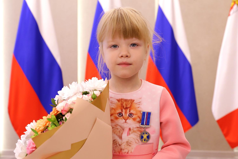 Шестилетнюю Ксению Берсеневу из Вологды наградили медалью «За проявленное мужество»
