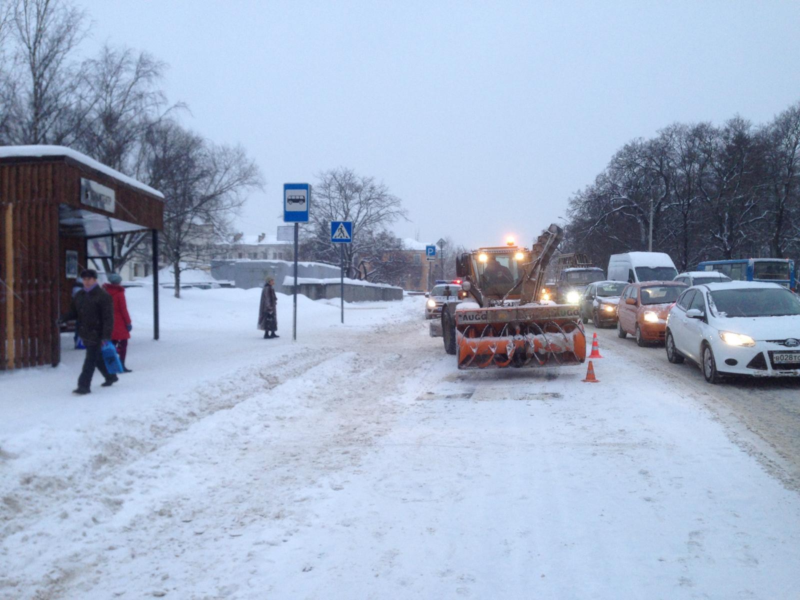 В Вологде снегоуборочный трактор сбил 80-летнюю пенсионерку