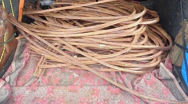 В Череповце двое мужчин вывезли с предприятия 50 метров силового кабеля в «стреле» манипулятора