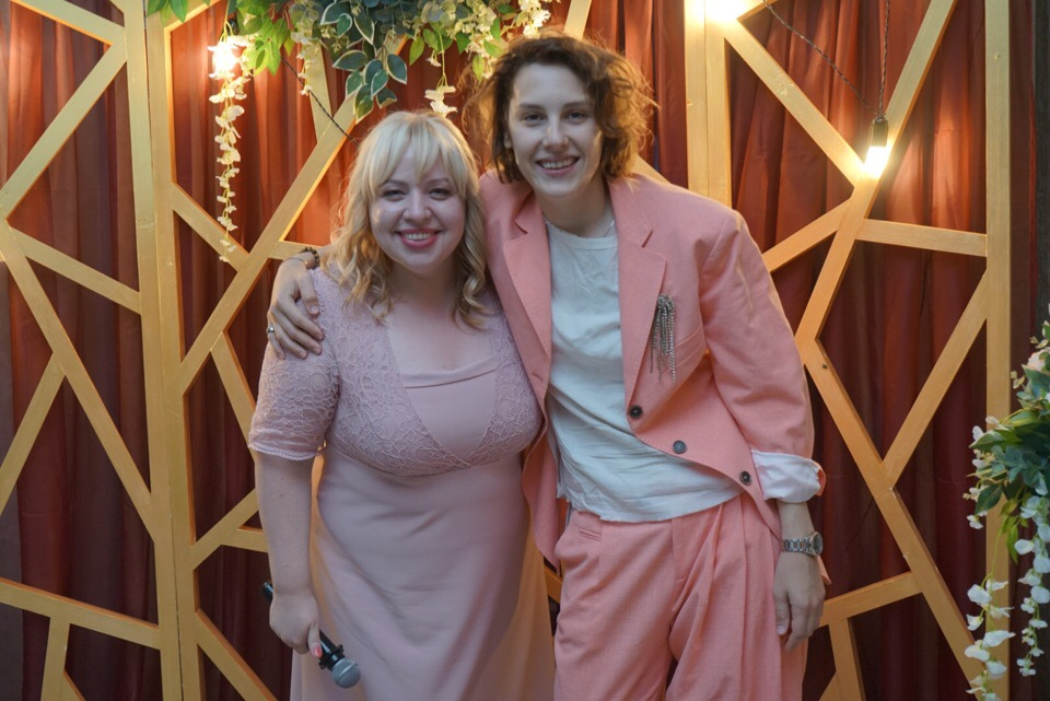Актриса Ирина Горбачева поймала букет невесты на свадьбе в Вологде