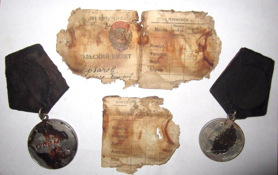 В Карелии поисковики нашли медали и комсомольский билет красноармейца из Бабаевского района