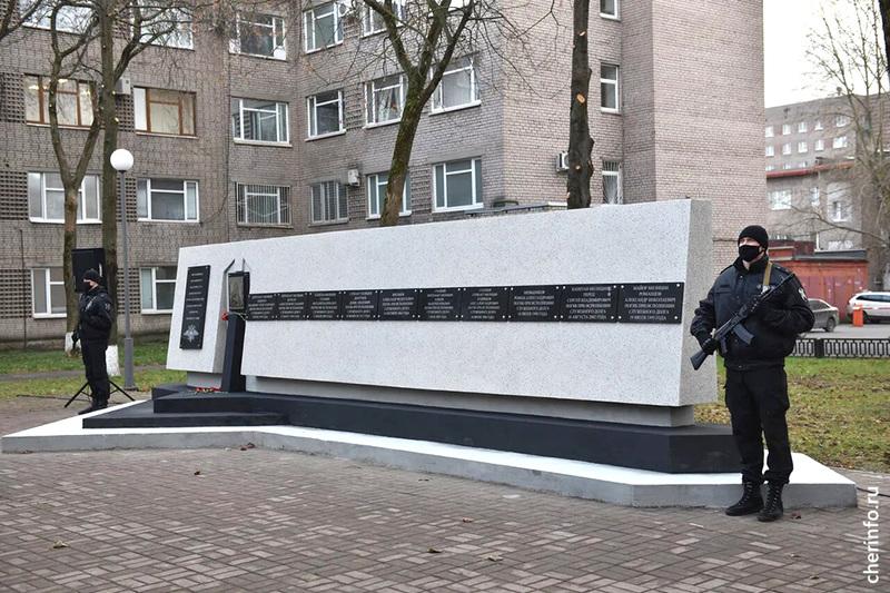 В Череповце ищут собственника памятника погибшим сотрудникам УМВД