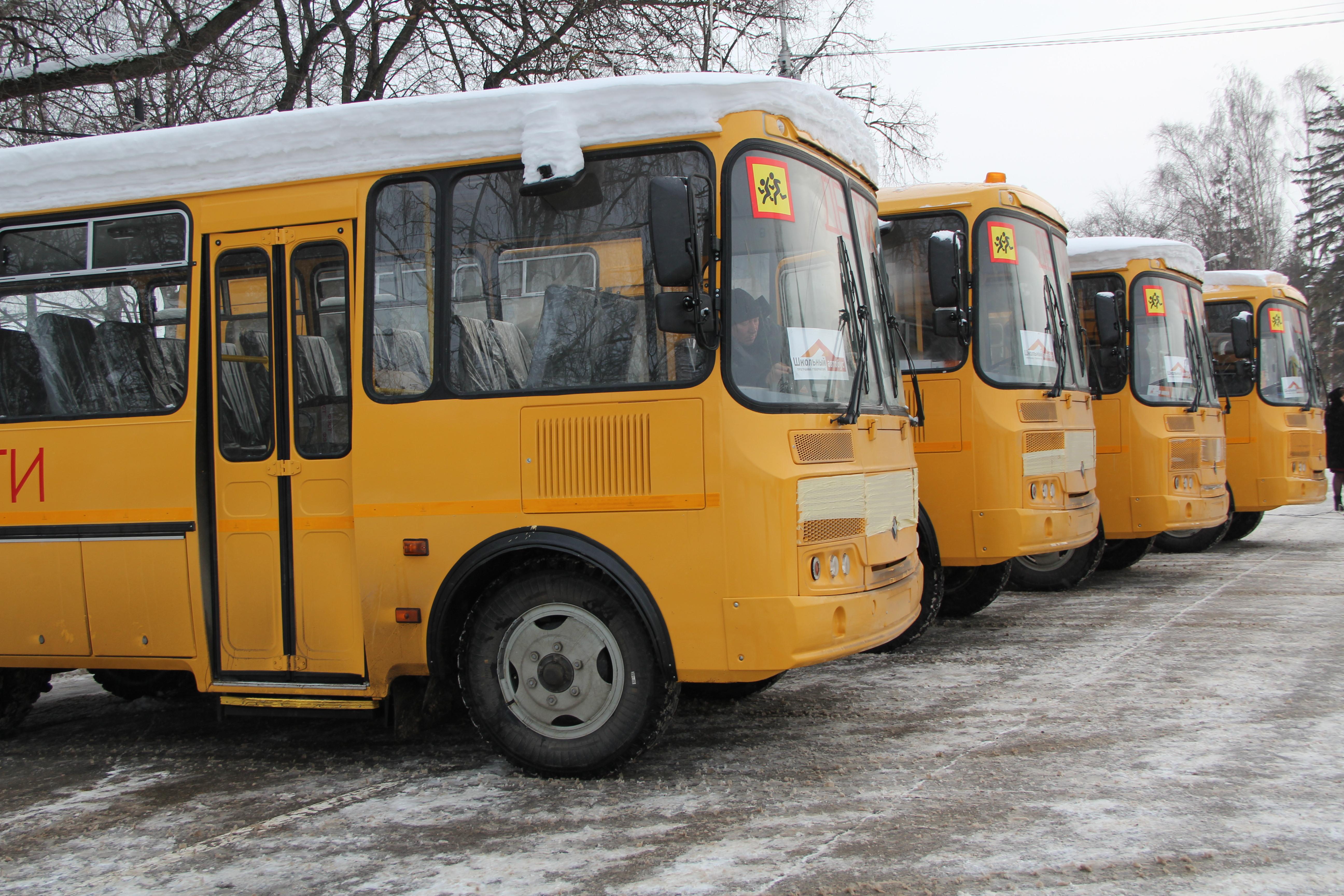 12 школьных автобусов купили для сельских школ Вологодской области