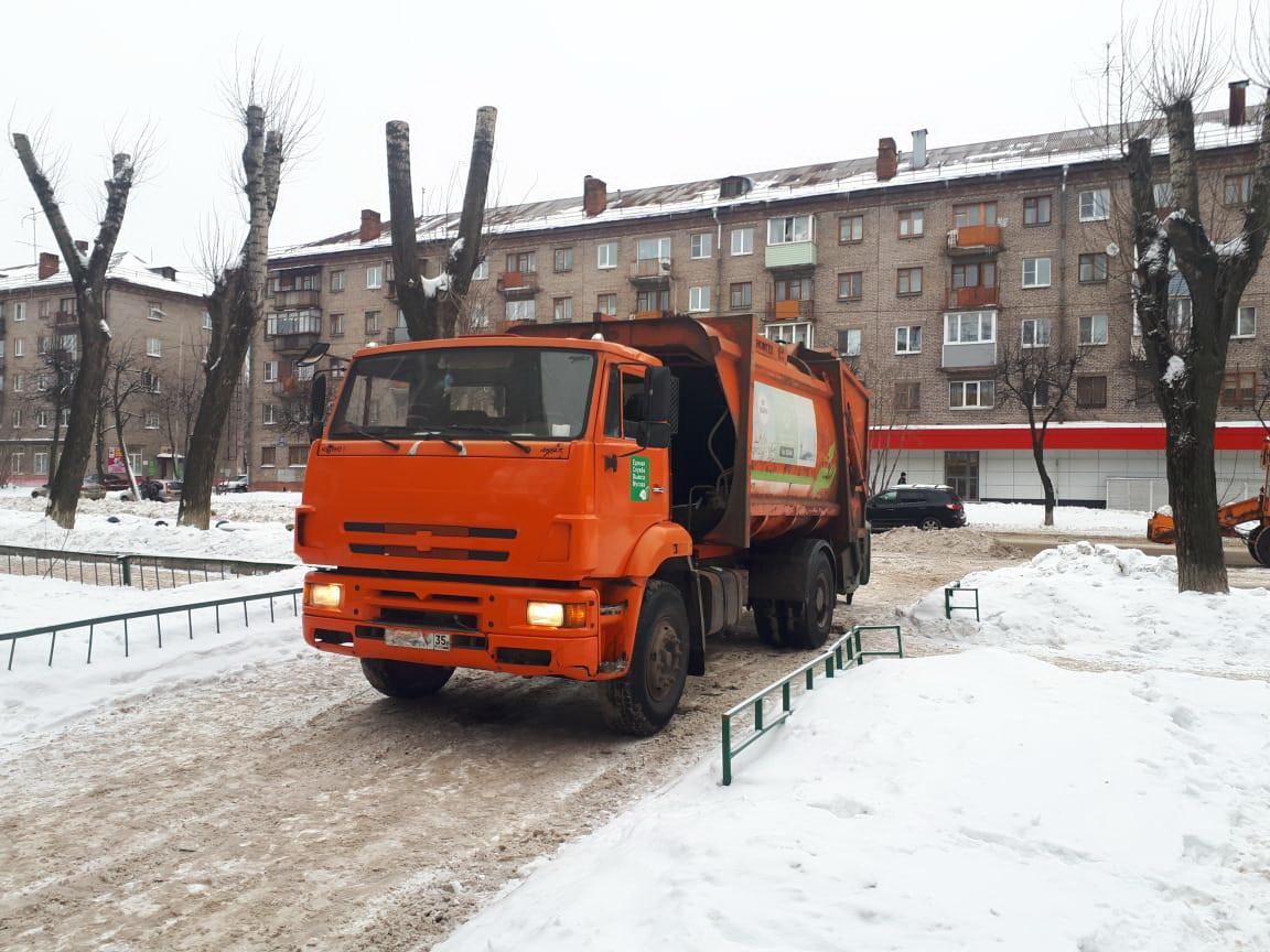 В Череповце водитель мусоровоза насмерть сбил пешехода