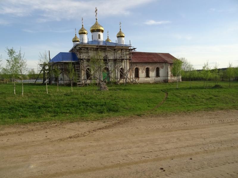 В Верховажском районе с территории церкви украли металлические столбы