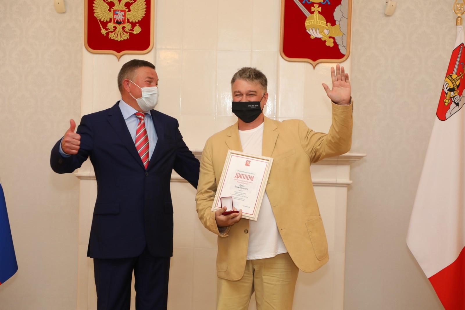Артистов Камерного и Детского музыкального театров Вологды наградили знаками лауреатов областной госпремии