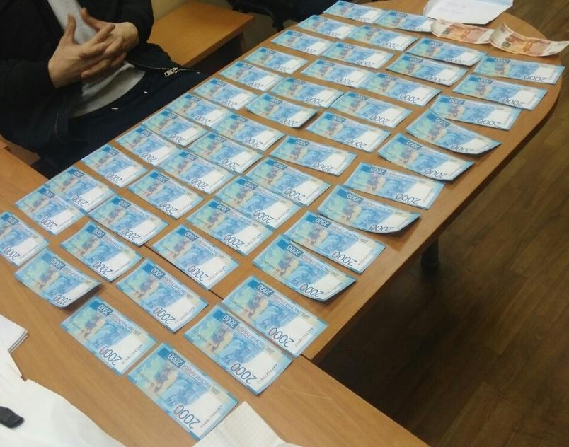 В Череповце 17-летний подросток с другом купили за 50 тысяч рублей поддельные купюры на сумму 130 тысяч рублей