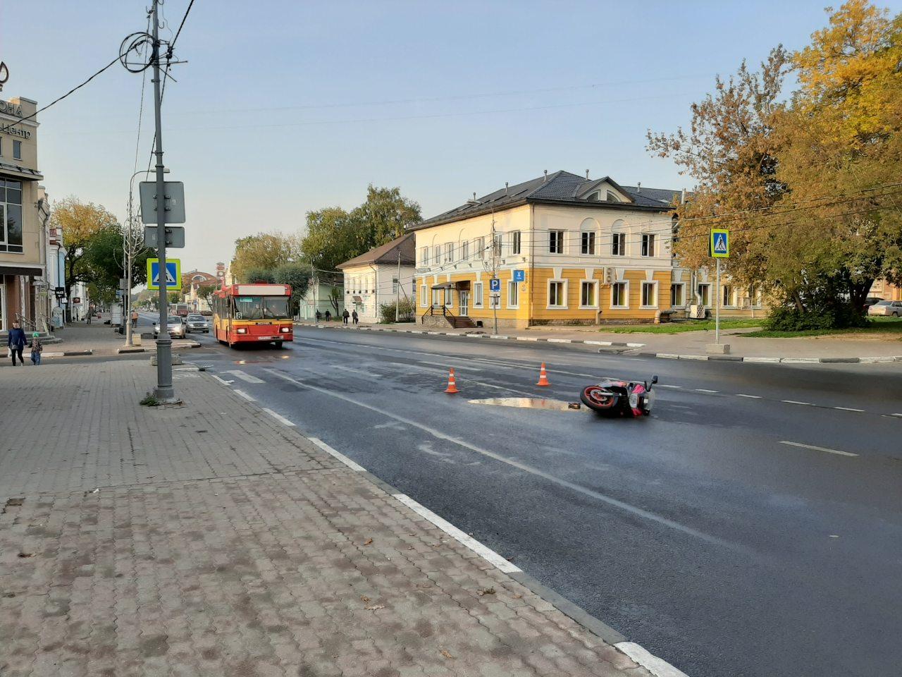 В Череповце 24-летняя девушка упала с мотоцикла