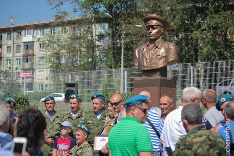 В день ВДВ в Череповце открыли памятник генералу Красной армии Василию Маргелову
