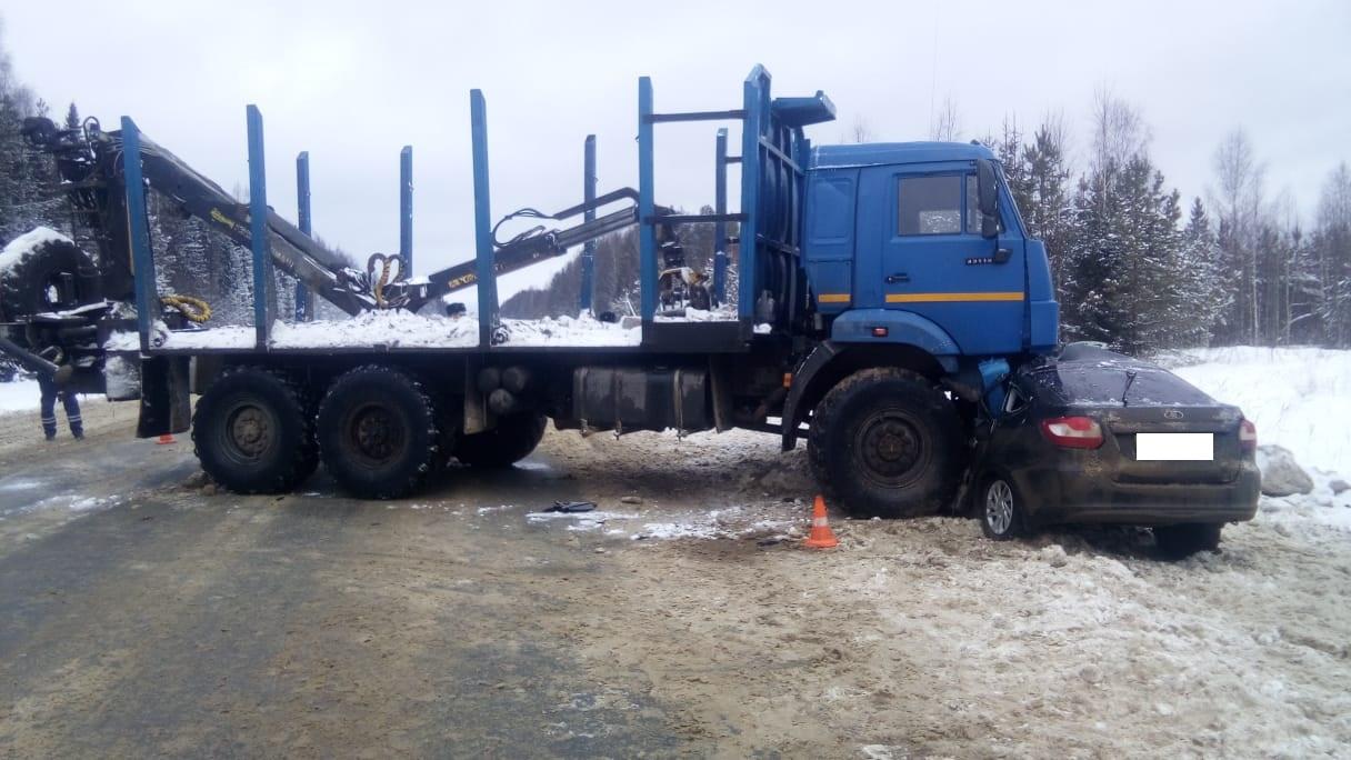 Два человека погибли вДТП сКамАЗом и«Ладой» вБабушкинском районе