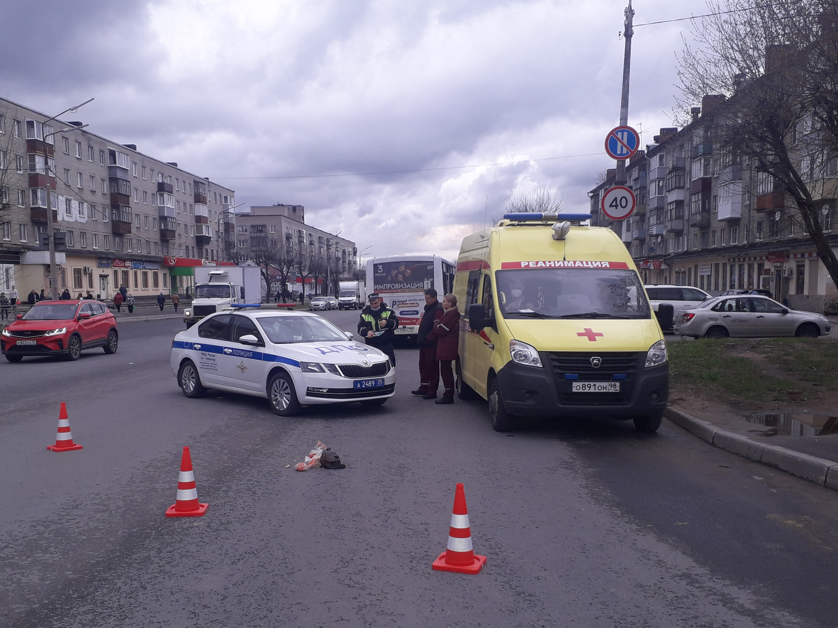 ВЧереповце автобус насмерть сбил переходившую дорогу на«красный» женщину