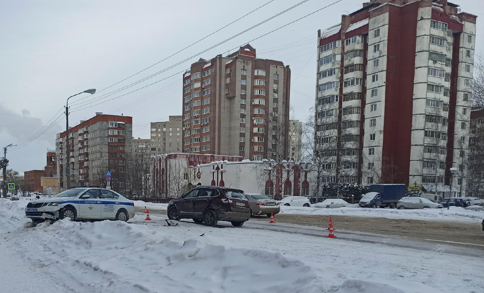 Авария с участием машины ДПС произошла в Череповце
