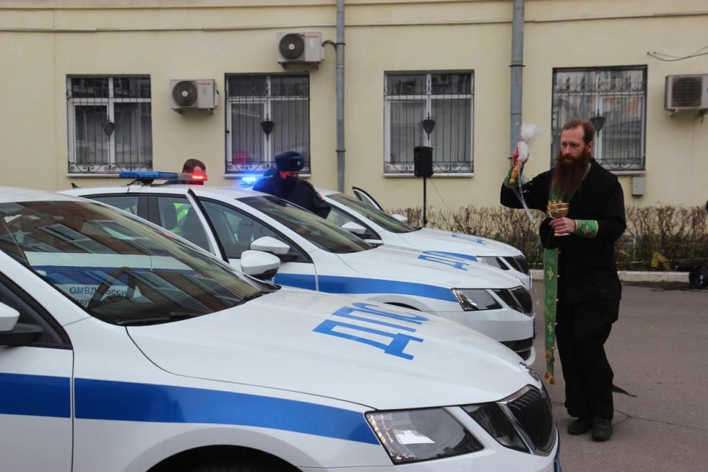 В Вологде освятили новые машины полицейских
