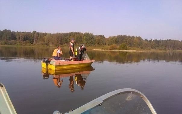 В Сокольском районе перевернулась лодка с рыбаками: один утонул