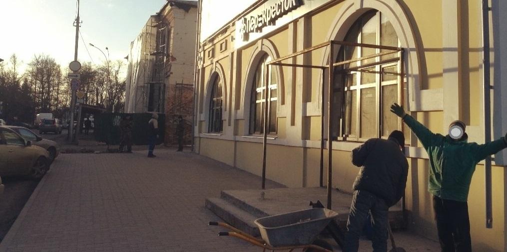 """Предприниматель Эльбрус Карсанов незаконно захватил участок в центре Вологды для """"Перекрестка"""""""
