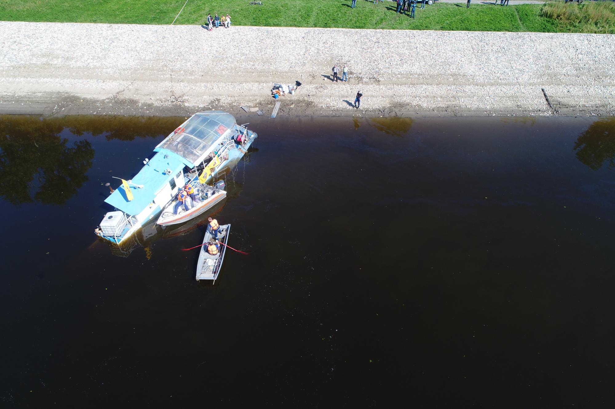 Водолазы несмогли найти пробоин назатонувшем вВологде судне «Капитан Артюшин»