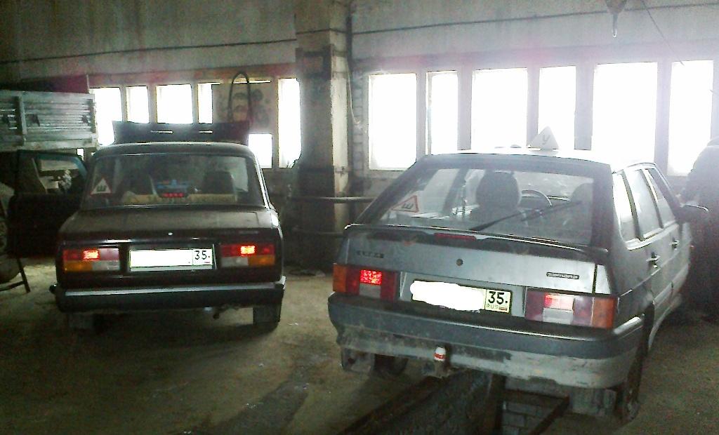В Шексне приставы из-за долгов по налогам арестовали три машины местной автошколы