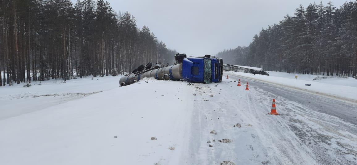 В Устюженском районе два грузовика столкнулись и съехали в кювет