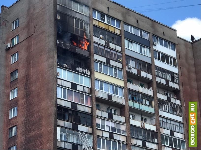 В Череповце горит балкон на 11 этаже жилого дома