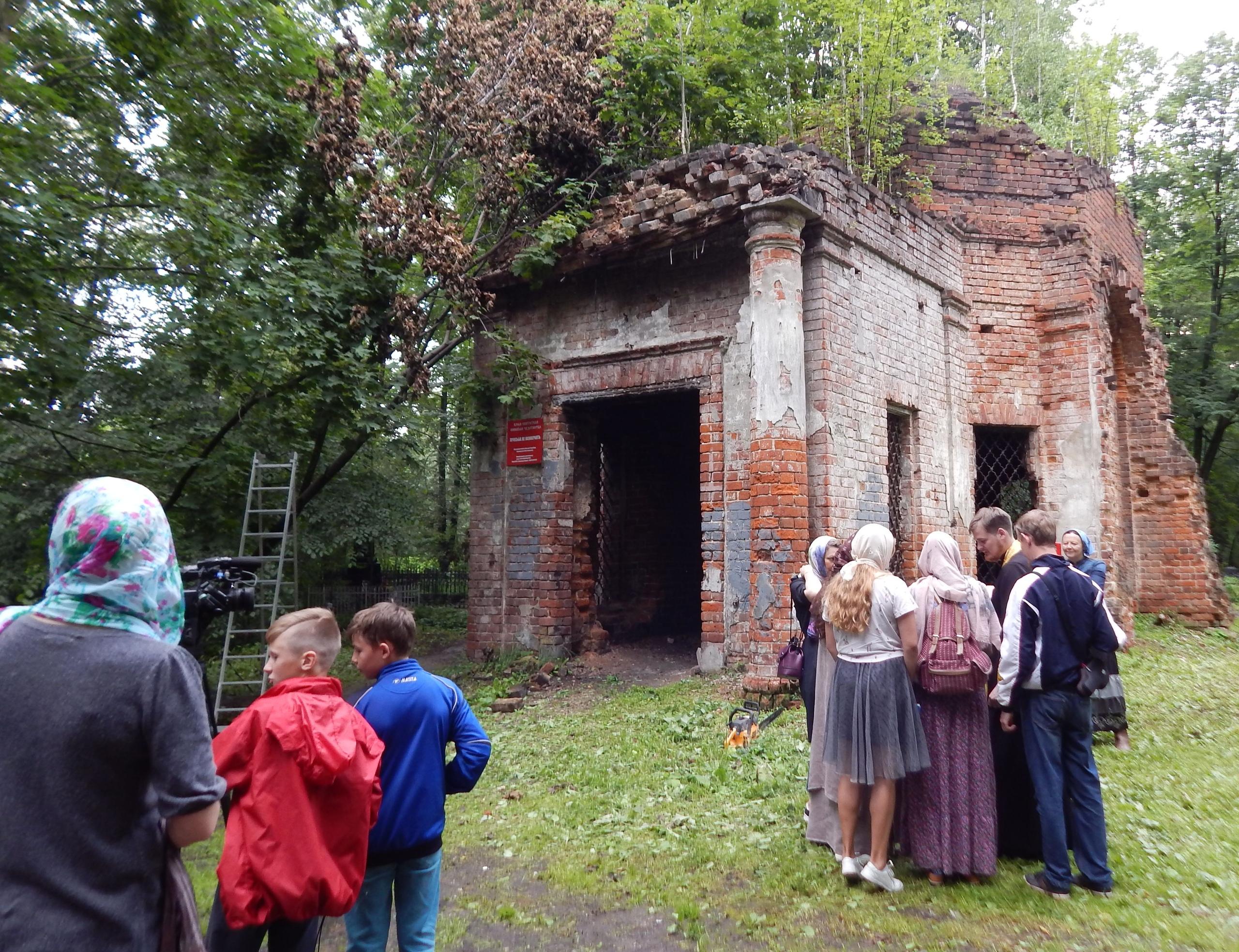 Полуразрушенный храм на территории Введенского кладбища в Вологде официально передали РПЦ
